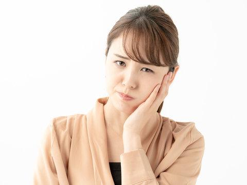 女性・歯・口腔・痛い