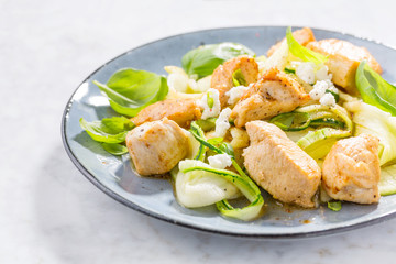 Low carb zucchini pasta with chicken