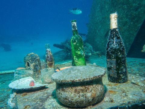 Tisch an einem Wrack im Roten Meer in Ägypten
