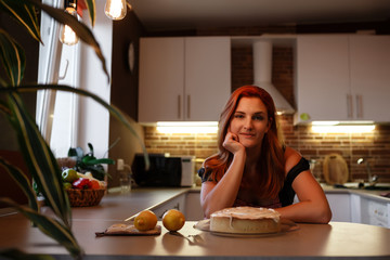 Photo of young pretty lady standing in kitchen