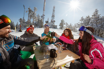 Skiers toasting with bottles of beer