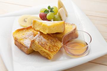 フレンチトーストの朝食