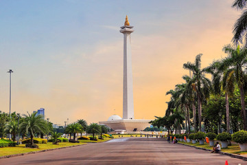 Deurstickers Oceanië Jakarta, Indonesia, national monument (Monas). The national monument, or Monas, is a 137-meter tower in the center of Jakarta, symbolizing Indonesia's struggle for independence.