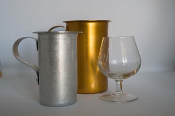 bicchiere cognac vuoto con brocca argento e dorata