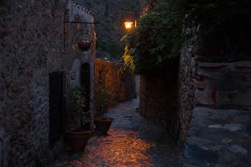 Wunderschönes Dorf Castelnou in den Pyrenäen