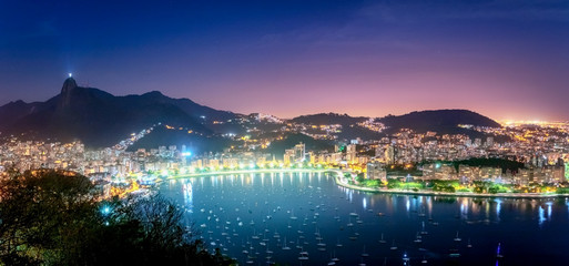 Panoramic aerial view of Rio de Janeiro and Guanabara Bay with Corcovado Mountain at night - Rio de Janeiro, Brazil Fototapete