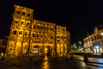 Porta Nigra in Trier bei Nacht