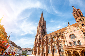 View from below on the main cathedral in the old town of Freiburg, Germany Fototapete
