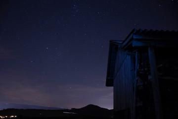 Scheune mit Sternenhimmel