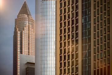 Skyline Gebäude Hochhaus mit Fensterfront