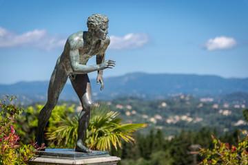 Statue im Achilleion von Kaiserin Sissi auf Korfu in Griechenland