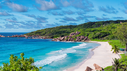 Fototapete - Sea view. Exotic sandy beach with beautiful rocks and turquoise sea in Paradise island.