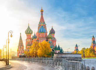 Beautiful view of St. Basil's Cathedral on the Red Square in Moscow on a bright autumn morning. The most beautiful sights of Russia. Fototapete