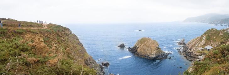 Paisaje de acantilados mirando al mar en Loiba en La Coruña, España, verano de 2018