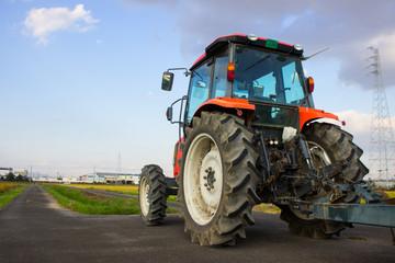 トラクターと田畑