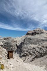 WC auf einem Gipfel in den Dolomiten