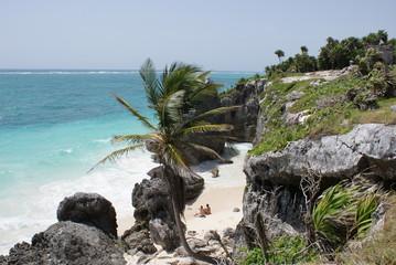 Seuls au bord de la mer des Caraïbes