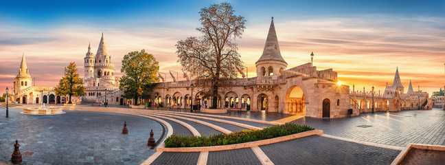 Photo sur Toile Budapest Interior high resolution panoramic view of the Old Fishermen Bastion in Budapest, Hungary in the morning.