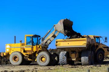 bulldozer et camion benne pour chantier de construction