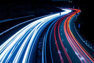 Photo sur Plexiglas Autoroute nuit Highway car light trails at night
