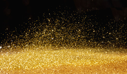 Photo sur Aluminium Artiste KB Golden powder scattered over the dark background