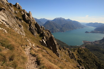 Alpines Wanderparadies / Blick vom Monte Grona hinunter zum Comer See
