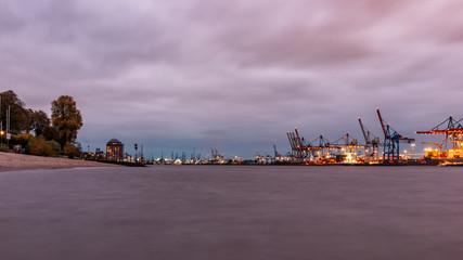 Lichter am Hafen von Hamburg