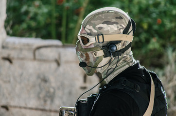 Airsoft soldier with trasmiter microphone communication, full faces mask gloves