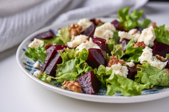 salad eith beetrooy, cheese and nuts