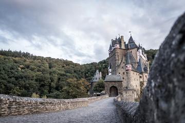 An der Burg Elz