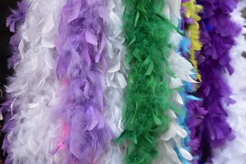 Boas de scène en plumes colorées