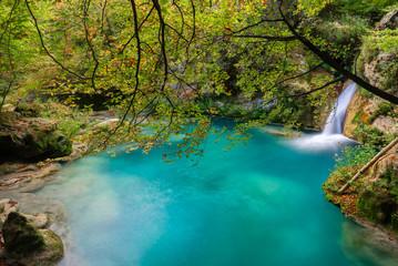 Foto auf Leinwand Fluss Source of Urederra river in Baquedano, Navarre, Spain