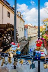 Moulin du Grand Prieur et Pont des amours de Prague