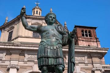 Fototapeta Monument to Roman emperor Constantine I in Milan, in front of San Lorenzo Maggiore basilica. This bronze statue is a modern copy of a Roman statue in Rome obraz