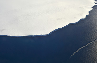 Flying over the antarctic peninsula