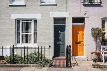 Traditional colourful bright doors on houses in Barnes, London, UK. Fototapete