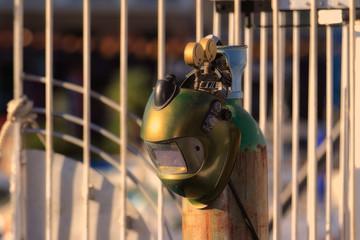 Masque de soudure et bouteille de gaz