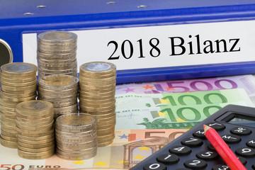 2018 Bilanz / Ordner mit Geld