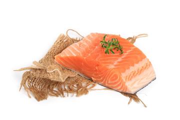 saumon sur fond blanc