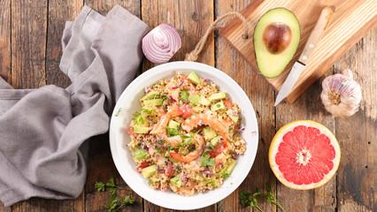 Fotobehang - quinoa salad with shrimp, avocado and grapefruit