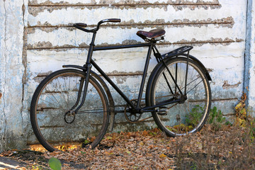 old bycicle near wall