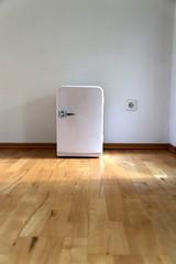 Kleiner Kühlschrank im Wohnzimmer