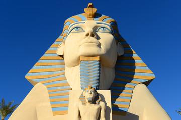 Photo sur Plexiglas Commemoratif Great Sphinx of Giza replica on Las Vegas Strip in Las Vegas, Nevada, USA.