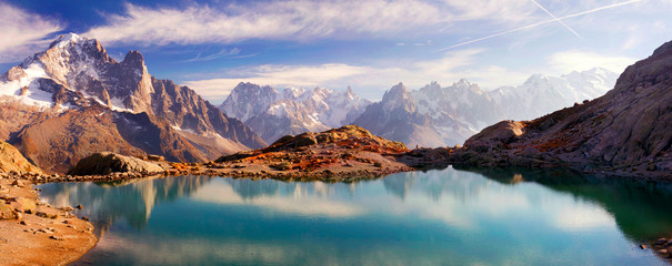 Foto op Aluminium Reflectie Crystal Lakes Chamonix in the Alps