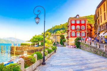 Promenade von Cannobio am Lago Maggiore, Piemont, Italien Fototapete