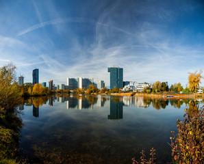 Skyline of Vienna at river Danube. Skyline von Wien an der Donau.