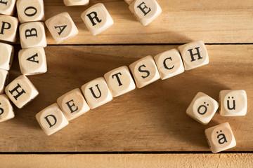 Verschiedene Buchstaben, deutsche Umlaute und das Wort Deutsch
