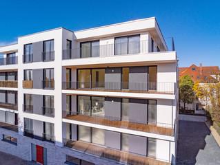 modernes Neubauhaus mit Balkon