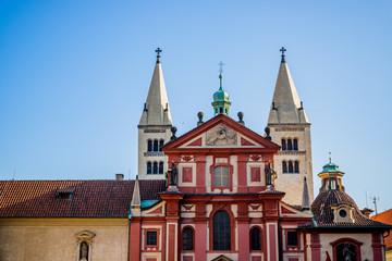 La Basilique Saint-Georges dans le Château Royal de Prague
