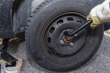 Tire change - close-up